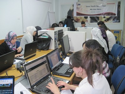 Gaza-young-women-computer-course